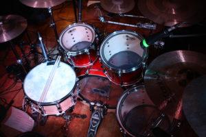 mikrofoniertes Schlagzeug